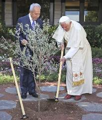 Pope Benedict and President Shimon Peres